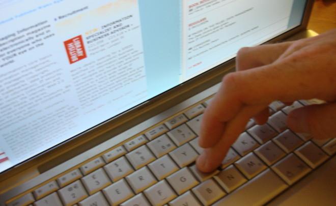 Keyboard-screen-fingers